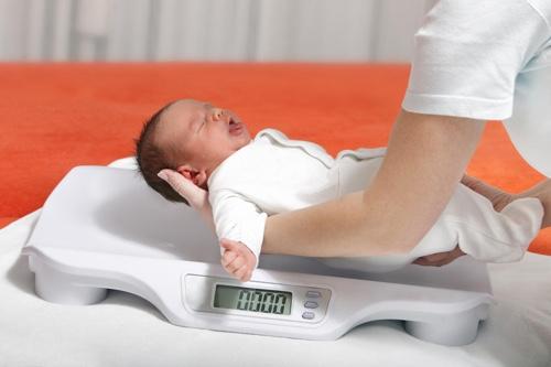 Новорожденный ребенок плохо набирает вес