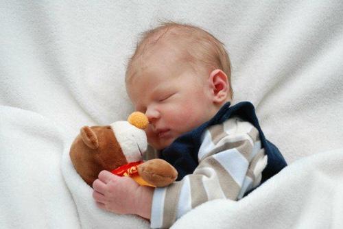 Режим дня новорождённого: чем полезен и как организовать его правильно