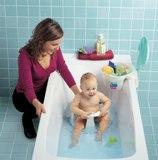 ребенок в большой ванне
