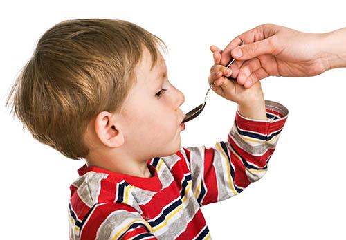 Лечение простуды у детей: препараты и народные средства