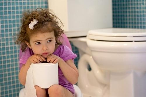 Симптомы запора у ребёнка