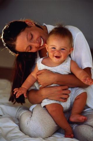 носить ребенка на руках