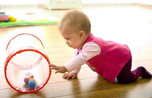 Учим ребенка ползать - стимул