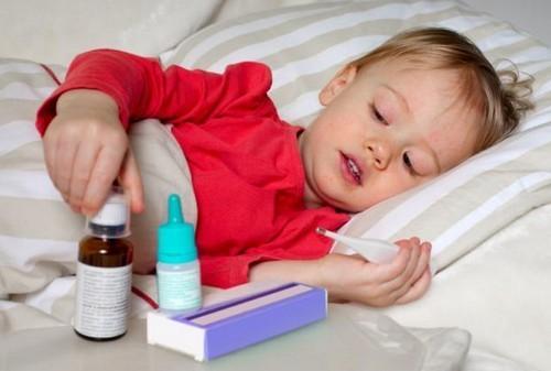 У ребёнка болит живот: причины, симптоматика, лечение, что делать
