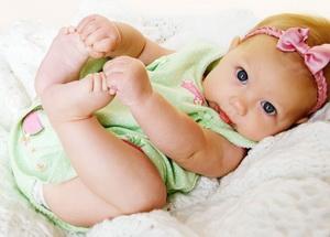 Что делать, если у новорожденной набухла грудь