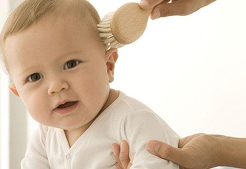 Корочки на голове у ребенка: причины, как избавиться, профилактика