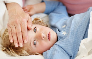 Судороги при температуре у ребенка: как распознать и помочь