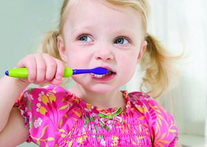 Как правильно чистить зубы детям разного возраста