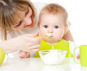 Творог для детей до года: когда вводить и какой выбрать