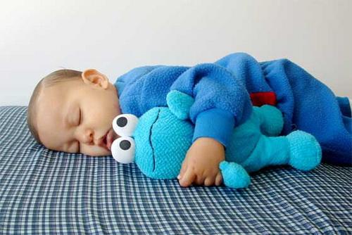 Что делать, если ребенок перепутал день с ночью