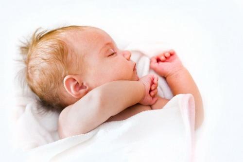 Малый родничок у новорожденных