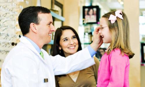 Блефарит у детей: виды, симптомы и лечение