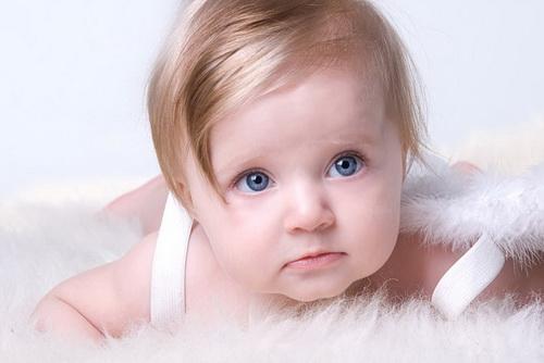 Почему слезятся глаза у ребенка