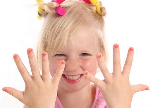 Белые пятна на ногтях у ребёнка: причины явления, методы лечения