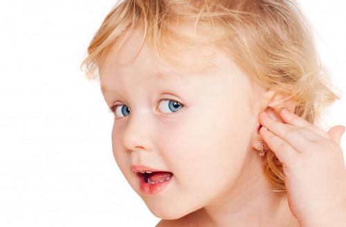 Как прокалывают уши детям
