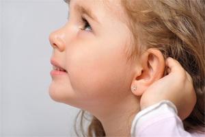 Проколоть уши ребенку