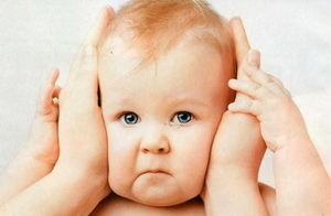 У ребенка болит ухо: что делать