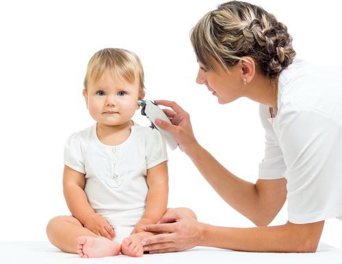 Почему у ребенка закладывает уши