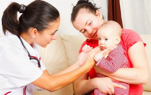 У ребёнка воспалился лимфоузел за ухом: причины, симптомы, лечение
