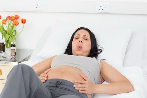 Правильное дыхание при родах и схватках
