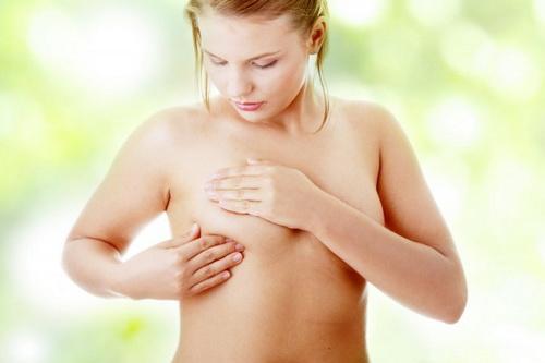 После родов каменная грудь и болит