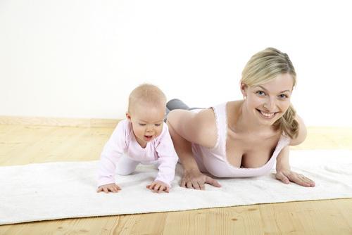 Упражнения после родов с ребенком