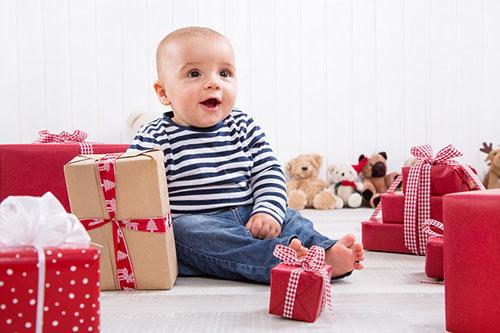 Что подарить ребенку на новый год в 2-4 года