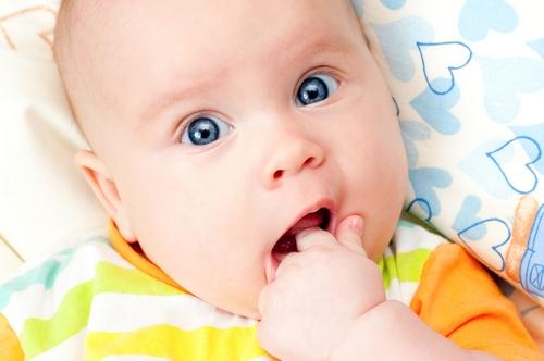 У ребенка режутся зубы