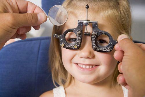 Диагностика катаракты у ребёнка