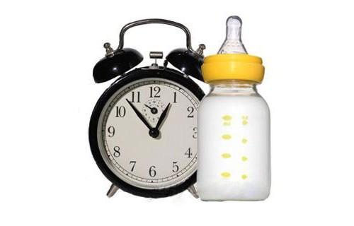 Как кормить новорождённого по времени