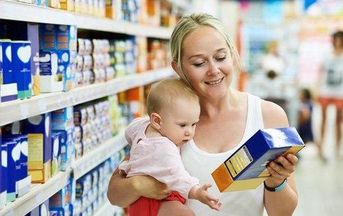 Как кормить новорождённого смесью из бутылочки: основные правила