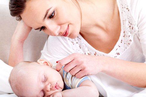 Сколько съедает новорождённый за кормление