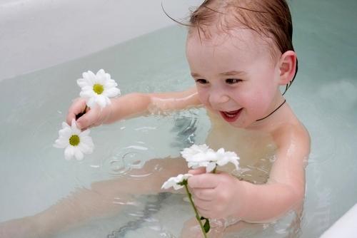 Как заваривать травы для купания ребенка