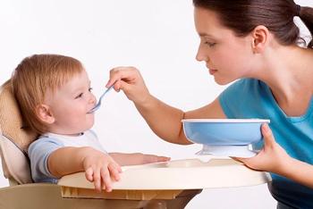 чем кормить ребенка, чтобы не было запоров