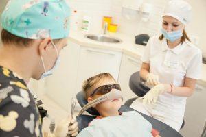 зубов 300x200 - Как лечить зубы детям под наркозом?
