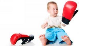pochemu rebenok bet sebya 300x160 - Почему ребенок бьет себя по голове и как от этого избавиться?